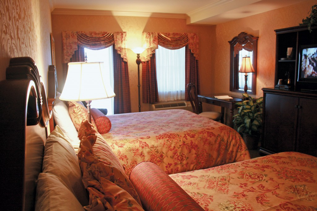 Sundeck Two Queen Room